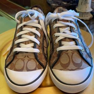 Coach monogram sneakers size 11. This a must have.